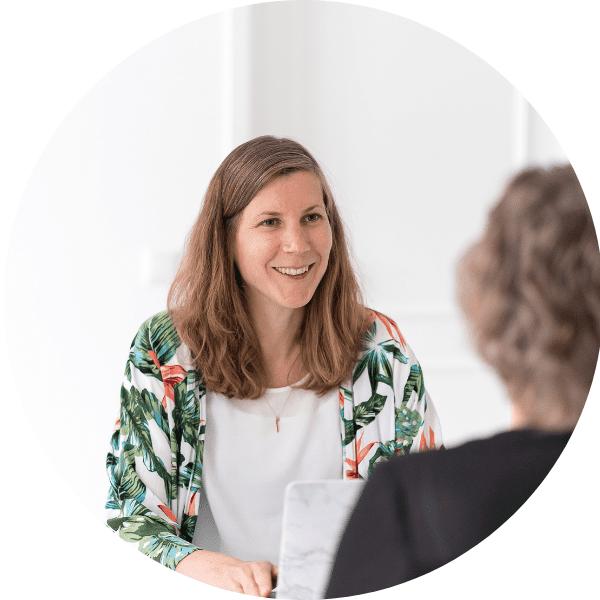Zakelijk gesprek tussen opdrachtgever en klant